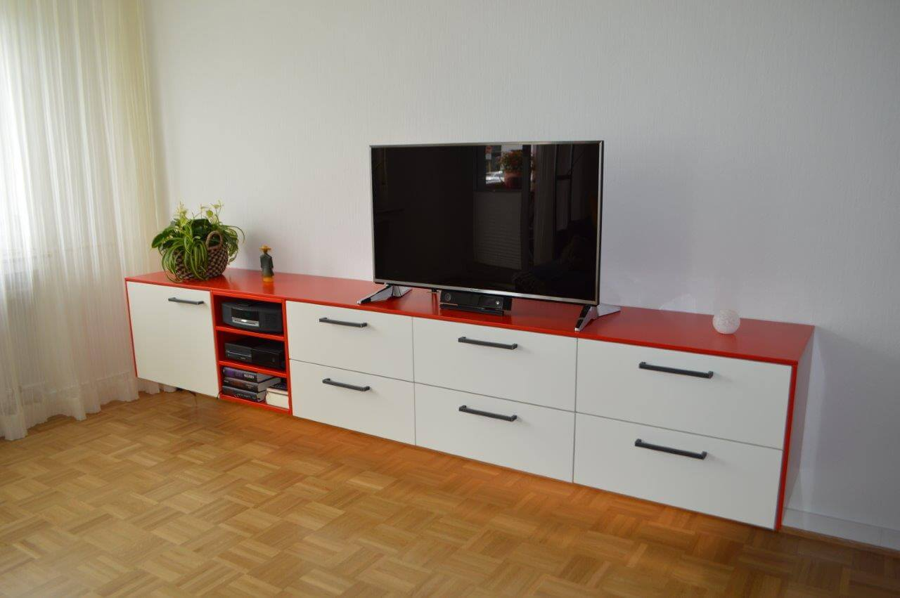 h ngendes sideboard rot wei schreinerei delmes k ln. Black Bedroom Furniture Sets. Home Design Ideas